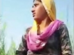 Indian Hot Desi GF MMS Leaked in fields with Dirty Audio - Wowmoyback
